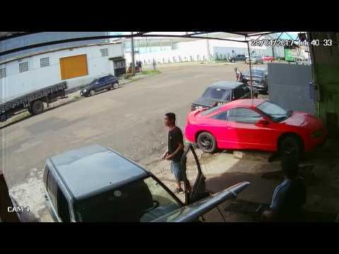 Em Macapá, no Amapá, vigilante luta com bandidos e impede assalto Vídeo II
