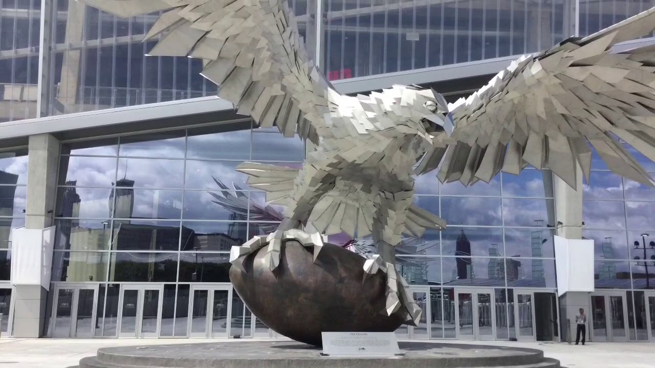 First look at mercedes benz stadium new home of atlanta for Mercedes benz stadium falcon statue