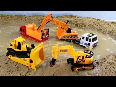 รถดันดิน และ รถแม็คโคร ช่วยตักร่องน้ำ ที่ท่วม Bulldozers and excavators Lap dump truck