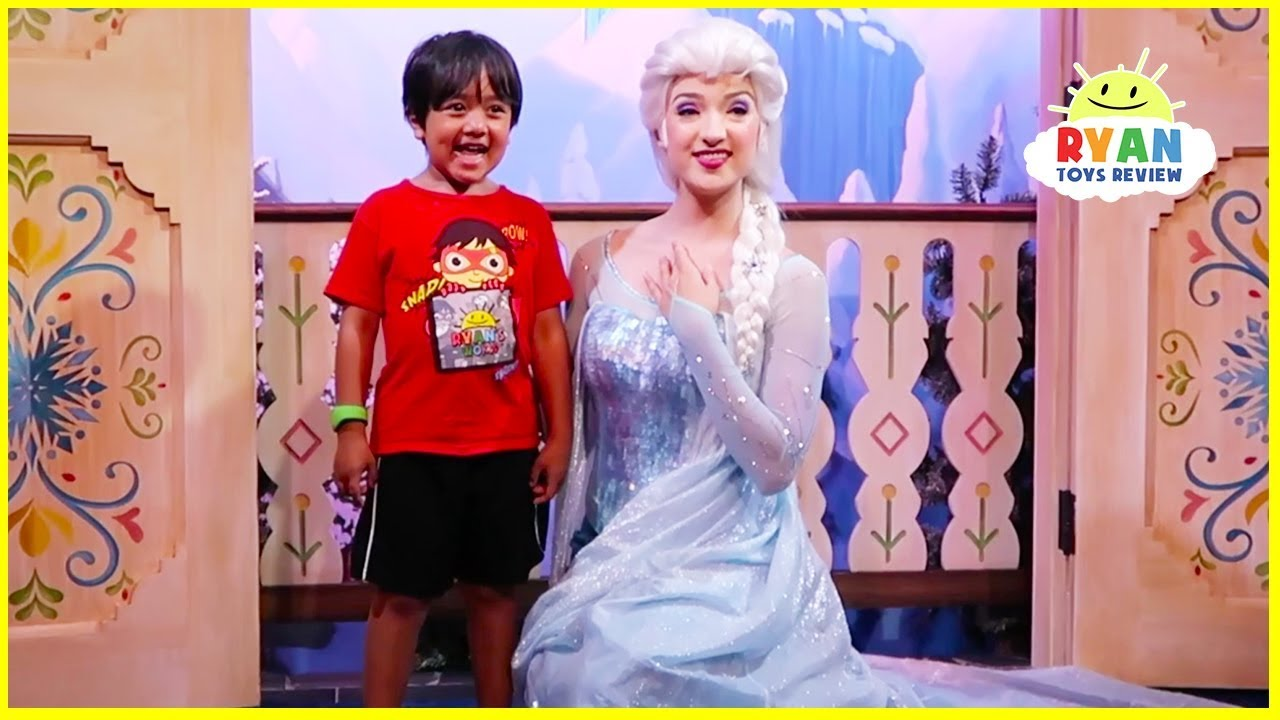 Ryan at Disney World meets Frozen Anna and Elsa in real life!!!!