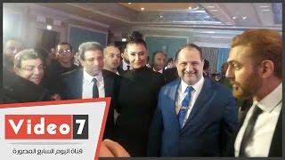 شاهد تهنئة غادة عبد الرازق لخالد يوسف بعد عودته للسينما
