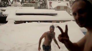 После бани прыгаем в снег - закаляемся! restoreum.ru(, 2016-03-03T09:17:46.000Z)