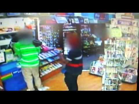 9RAW: Springwood newsagency worker prevents theft