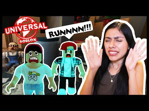 WE WENT INSIDE A HAUNTED HOUSE! - UNIVERSAL STUDIOS in Roblox!
