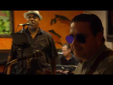 Live Music at El Paso: Quarter Notes Band