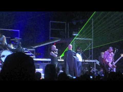 Daughtry gets pranked by Lifehouse and Cavo