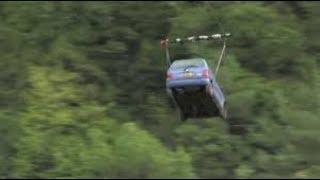 I paesini nelle Alpi dove i residenti sono costretti a far volare le auto