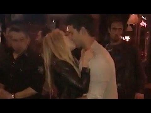 Taylor Lautner Caught Passionately Kissing Scream Queens Co Star Billie Lourd