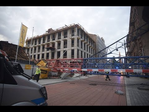 Caught on Camera: Huge Crane Collapsing in Polish City of Łódź