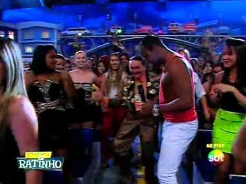 Banda Gasparzinho canta sucesso Vai no Cavalinho