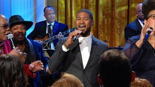 usher gets barack and michelle on their feet
