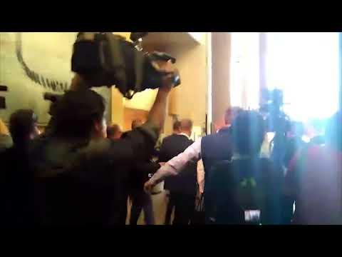 El equipo de Cifuentes impide que la prensa se acerque a preguntar a la presidenta en la Asamblea