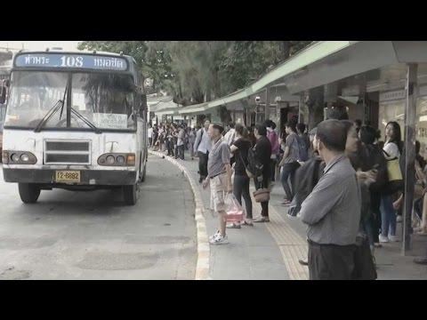 ขสมก.ให้บริการรถเมล์ฟรีรองรับปชช.เดินทางไปสนามหลวง  (15ต.ค.59)