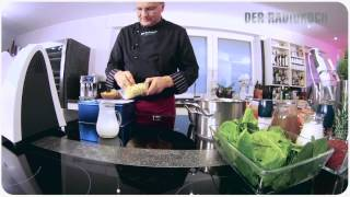 Spinatsüppchen Mit Geräuchertem Sauerkraut Und Fischklößchen.mov