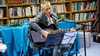 Występ Adama Wołosza w ostrołęckiej bibliotece