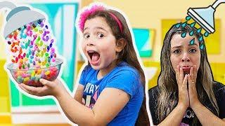 HELOÍSA E MAMÃE EM O CHUVEIRO DE DOCES!!! Hand Shower