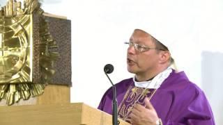 Bp Ryś podczas Mszy przy trumnie kard. Macharskiego