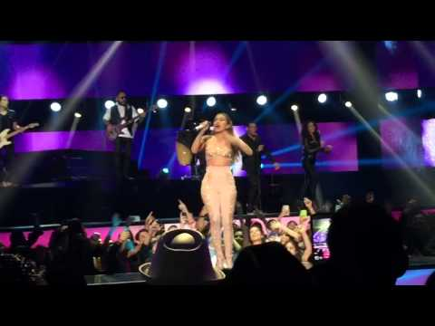 Jlo en Billboards 2015 homenaje a Selena