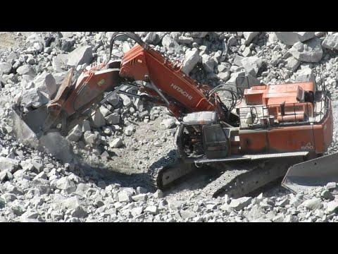 «Отгребает» Экскаватор с прямой лопатой погрузка БЕЛАЗА