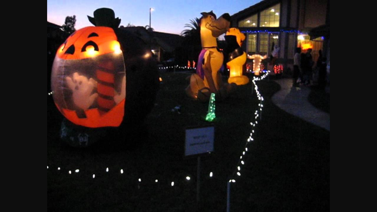 Outdoor inflatable halloween decorations - Cool Outdoor Halloween Decorations With Giant Inflatable Scooby Doo Winnie The Pooh And More