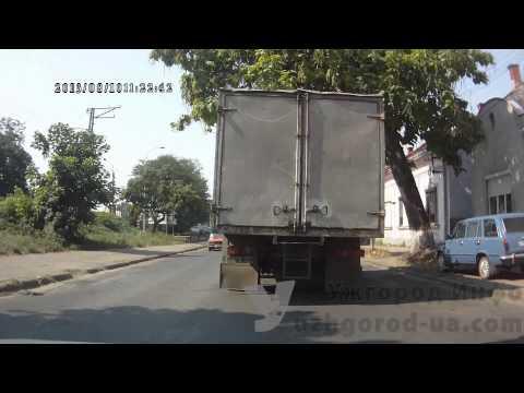 Проезд на красный и поворот под запрещающий знак    Ужгород Инфо