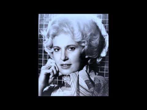 Tammy Wynette  -  Away In A Manger