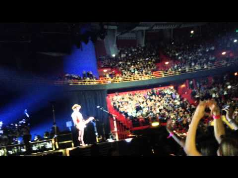 "Bruno Mars ""Money"" and ""Billionaire"" Live in Stockholm"