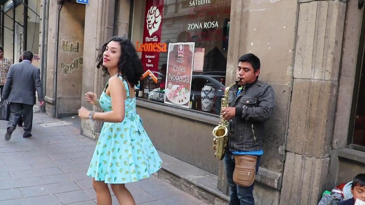 Flor Amargo Baile Sensual En La Calle