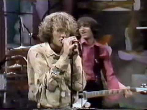 R.E.M. - Radio Free Europe 10-06-83 (1st TV performance)