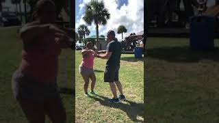 TEACHING WHITE BOY HOW TO DANCE(FUNNY)
