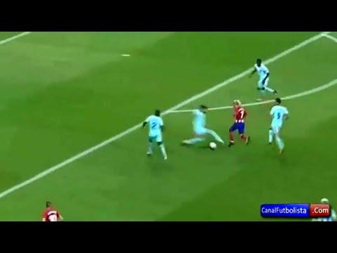 Antoine Griezmann nutmegs  Pique ▶ FC BARCELONA VS ATLETICO MADRID 0-1 LA LIGA thumbnail