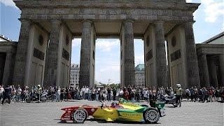 MIT MEINEM RENNAUTO DURCH BERLIN! | Daniel Abt