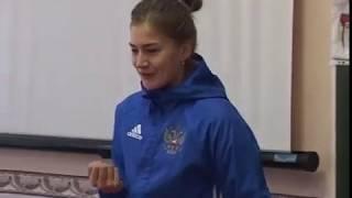 Футболистка Надежда Смирнова Урок посвящённый спорту в 1 А классе города Струнино