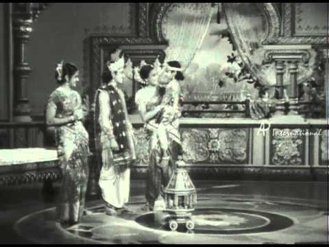 Vedhala Ulagam - Odi Vilayadu Papa Song
