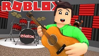 I HAVE MY OWN MUSIC ROOM IN ROBLOX BLOXBURG!