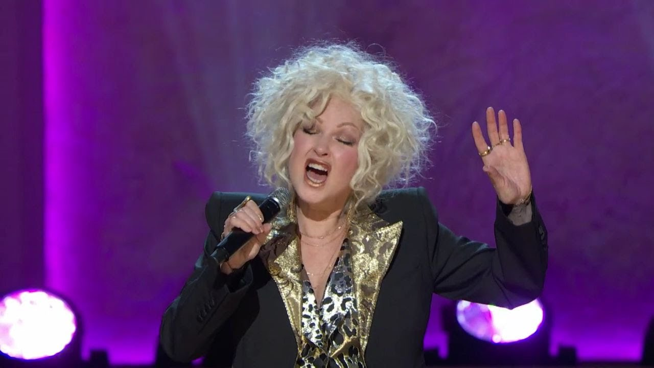Cyndi Lauper & Patti LaBelle singing 'Reach' (tribute to Gloria & Emilio Estefan)