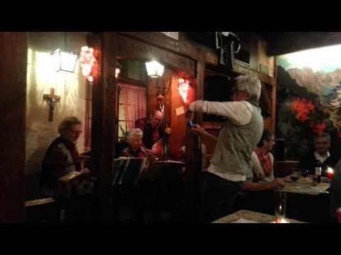 Visita a Zurich: Aelpli Bar - Música Tradicional Suiza [ Traditional Swiss Music ]