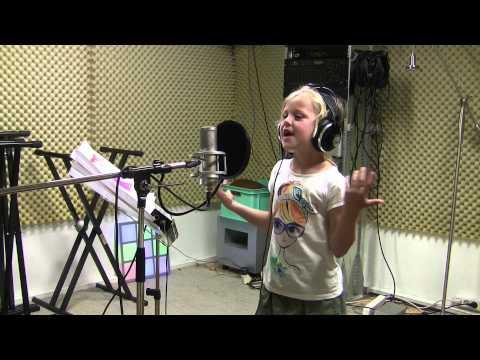 7 year-old sings