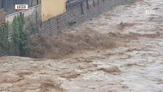Maltempo nel lecchese, fiumi d'acqua in strada