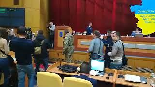 На сессии облсовета группа АТОшников скандалит с чиновниками