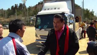 アントニオ猪木が東日本大震災の被災地を訪問。福島県いわき市の江名小...