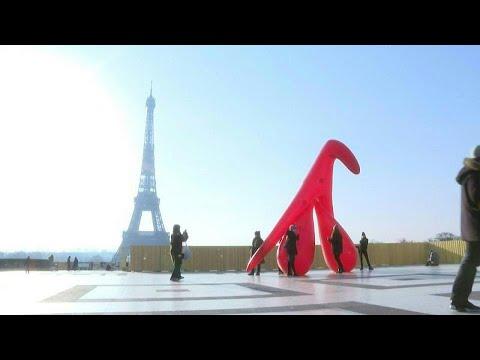 فيديو: بالون عملاق يجسّد بظر امرأة للتوعية بالأمية الجنسية في باريس…  - نشر قبل 6 ساعة