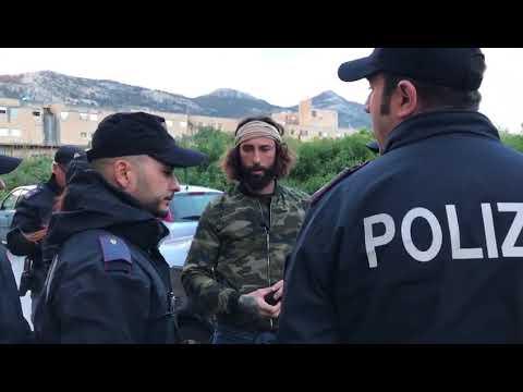 """Vittorio Brumotti e la troupe di """"Striscia la Notizia"""" aggrediti a Palermo (VIDEO ESCLUSIVO)"""