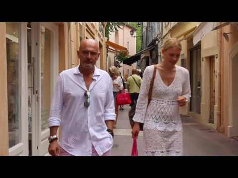 Saint Tropez chic for over 40. Côte d'Azur summer lookbook.