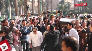 لحظة وصول جثمان «هيكل» لمسجد الحسين وسط تشديدات أمنية (اتفرج)