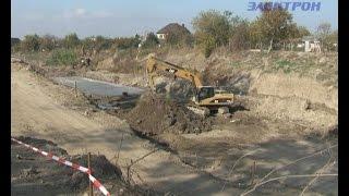 Укрепление берегов реки Адагум до сих пор вызывает у крымчан массу вопросов.(, 2014-10-31T13:44:03.000Z)