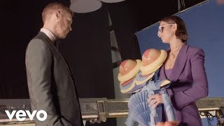 Video Calvin Harris, Dua Lipa - One Kiss (Behind the Scenes) download MP3, 3GP, MP4, WEBM, AVI, FLV Juni 2018