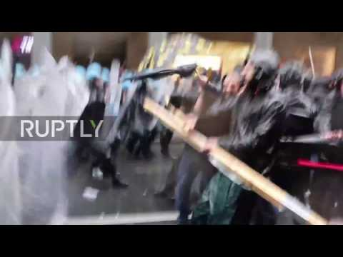 Italy: Police truncheons rain down blows on protesters at Ma