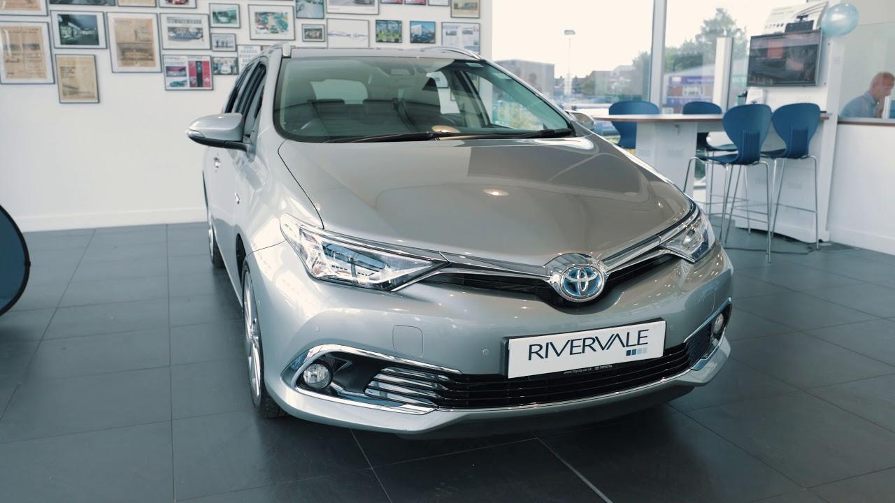 Toyota Auris Hybrid Estate Review Youtube