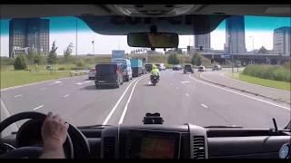 Policja Holenderska eskortuje ambulans. Widok z ambulansu. Muzyka Remix